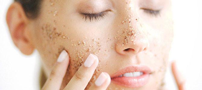 La exfoliación facial: una paso obligatorio